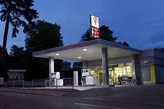 station essence espece chez piccand station service magasin atelier lavages