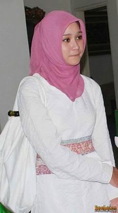 Inspirasi Jilbab Artis Zaskia Adya Mecca