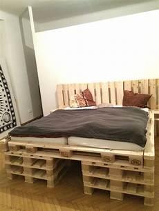 Paletten Bett Aus 18stk Europaletten Diy Pallet Bed