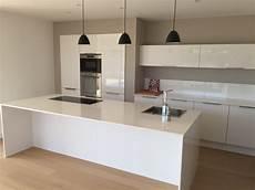 cuisine blanche laquée cuisine blanc laqu 233 et bois
