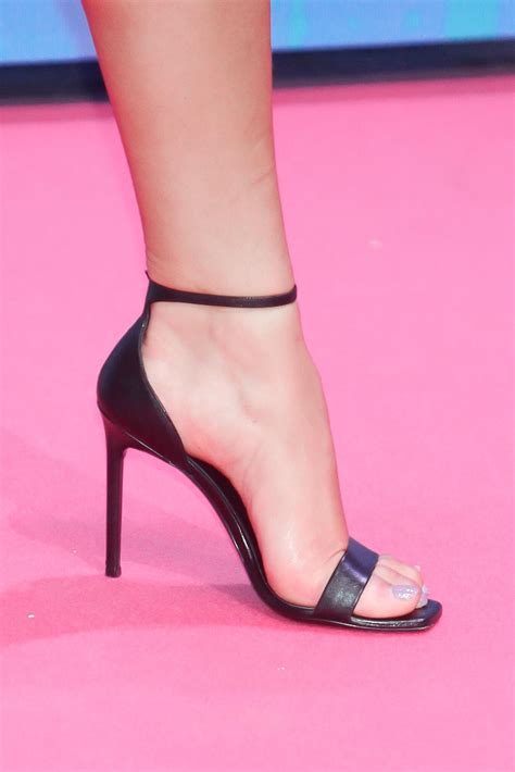 Dua Lipa Feet