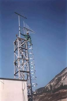 tralicci per antenne avenxia sistemi radio professionali civili icom yaesu