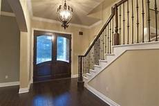 beautiful foyer what is the paint color please