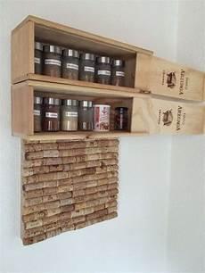 Ideen Aus Weinkisten - gew 252 rzregal aus weinkisten und pinnwand aus korken coole
