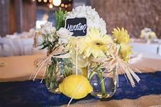 centro fiori centrotavola fiori casalinghi come realizzare un