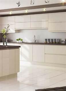 wandfarbe küche magnolia magnolie als k 252 chenfarbe ideen und bilder f 252 r die