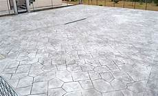 mattonelle per terrazzi esterni prezzi mattonelle per giardino in cemento con piastrelle in
