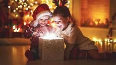 Weihnachten Mit Der Familie Kinder Machen Geschenke