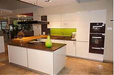 Einbauküche Mit Theke - zeyko musterk 252 che moderne einbauk 252 che mit kochinsel und