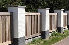 gartenzaun holz diagonal holzzaun vertikal oder horizontal gebaut zaunratgeber de