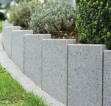 beton im garten stelen aus beton betonstelen schwab betonstein
