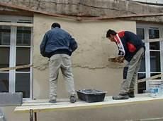 enduit parpaing extérieur comment enduire un mur ext 233 rieur en 2 couches peinture