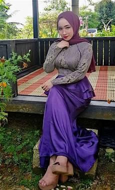 Pin Oleh A Di 7 Di 2020 Wanita Gaya Jilbab