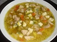 hühnersuppe selber machen klassische h 252 hnersuppe rezept essen und trinken