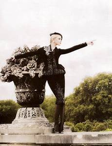 how do i thee karl lagerfeld s fashion photography