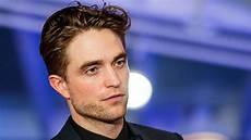 robert pattinson robert pattinson s batman selection wins over younger