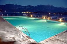 bagno in piscina in posso fare il bagno in piscina di notte