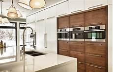 cuisine contemporaine design cuisine contemporaine avec panneaux de bois et panneaux