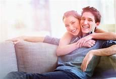 Wenn Zwei Zusammenziehen Was Paare Bedenken Sollten Naspa