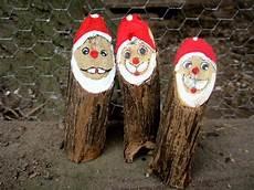 weihnachtsdeko weihnachtsmann weihnachten holz baumstamm