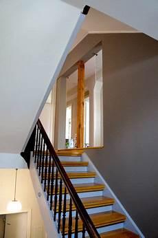 beige warmgrey staircase farbgestaltung treppenhaus