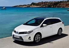 Toyota Auris Hybride Les Prix Les Versions