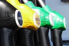pétition contre la hausse des carburants hausse du carburant la p 233 tition atteint 500 000