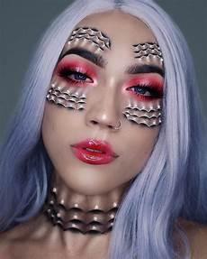 Stunning Eye Makeup Transforms Into Two