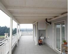 tettoia balcone tettoia in legno per eterno su balcone finitura bianco