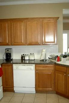20 kitchen wall colors with oak cabinets for 2019 kitchen wall colors paint for