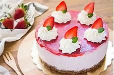 10 creme per torte fatto in casa da benedetta ricette ricette dolci ricette facili torta mousse alle fragole e panna fatto in casa da benedetta rossi ricetta torta mousse