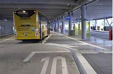 vom neuen busterminal sab am flughafen fahren fernbusse