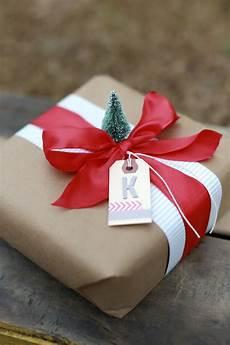 Geschenke Verpacken Weihnachten - personalizing your gift wrap