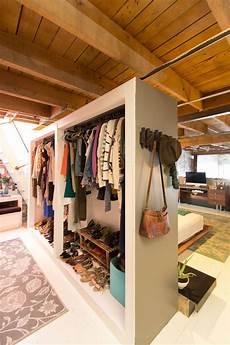 guardaroba a vista 6 modi per organizzare il guardaroba in mansarda mansarda it