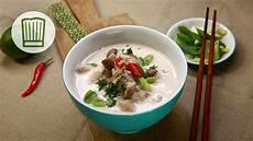 tom kha suppe tom kha gai die ber 252 hmte h 252 hnersuppe mit kokosmilch und