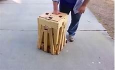 cette table pliante en bois pour pique nique est magique