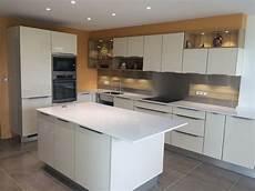 plan de travail cuisine quartz 50903 cuisine avec plan de travail en quartz blanc lille menage fr maison