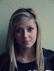 j ai 16 ans je suis au yeux bleu j ai les cheveux