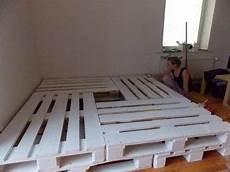 Grand Lit Construit Avec 8 Europalettes Beds