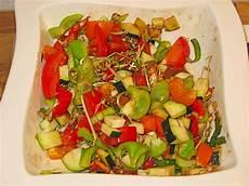 zucchini tomaten paprika salat rezept mit bild