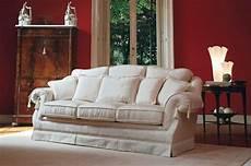 divani classici di lusso divano classico di lusso per salotto raffinato idfdesign
