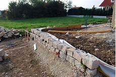 stützmauer bauen anleitung trockenmauer bauanleitung bauanleitung zum selber bauen