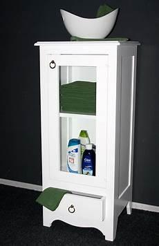 massivholz vitrine standvitrine badschrank holz massiv