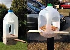 fabriquer un nichoir pour oiseaux faire une mangeoire et un nichoir pour oiseaux recyclage nichoir oiseau mangeoire oiseau