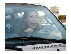 donne al volante il filmato con dei veri e propri imbranati alla guida