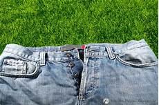 Flecken Aus Hose Entfernen - grasflecken entfernen tipps hausmittel zur reinigung