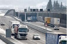 Stau Richtung München - gruibingen rote eln stoppen verkehr auf a 8