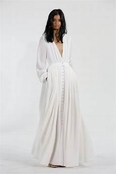 möbel trends 2015 attention brides the 7 wedding dress trends for
