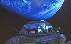 tesla dans l espace les images incroyables de la tesla roadster dans l espace