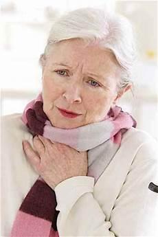 halsschmerzen beim schlucken hausmittel halsschmerzen was tun